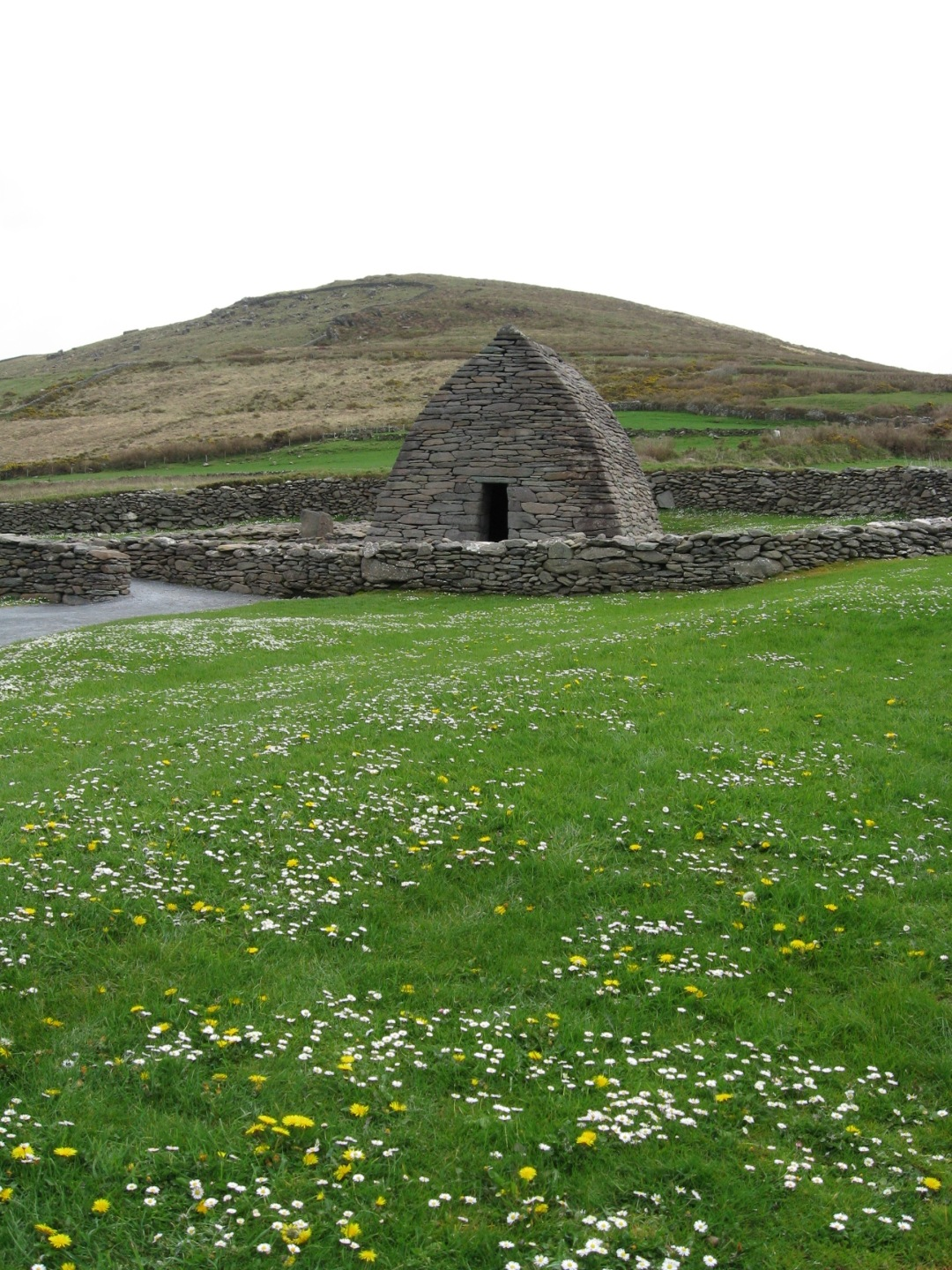Gallarus Oratory, Ireland, Dingle, Slea head