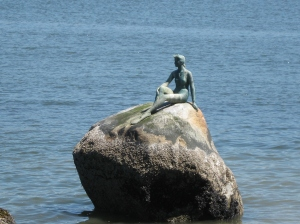 vancouver, stanley park, little mermaid, girl in a wetsuit